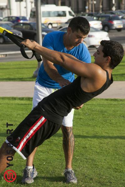 רצועות ה-trx מאפשרות אימון כושר אישי בתל אביב בפארק ליד הבית