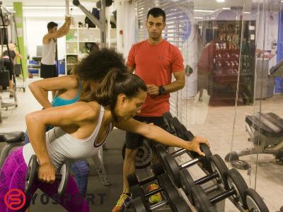 באימון כושר זוגי יש תרגילים דומים אך משקלים שונים