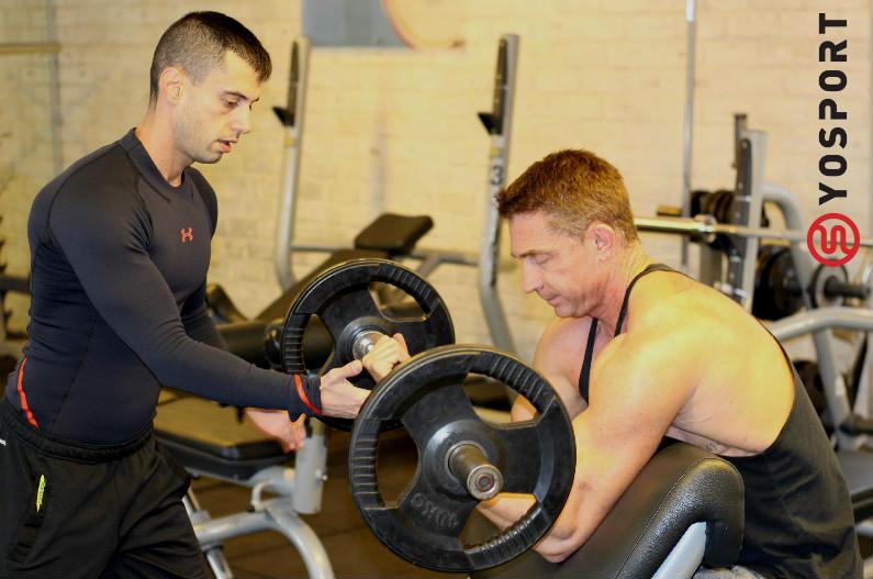 אימון משקולות- מתוך המאמר שפורסם ב- ynet המשווה אימון גוף מלא למפוצל