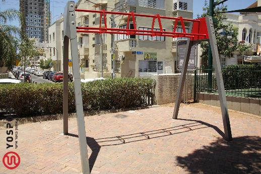 רחוב הכובשים - מתקן לאימון TRX
