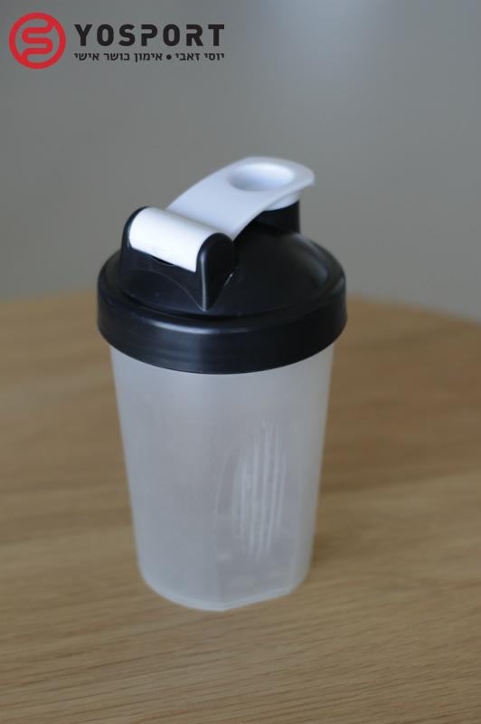 שייקר סטנדרטי מכיל לפחות חצי ליטר