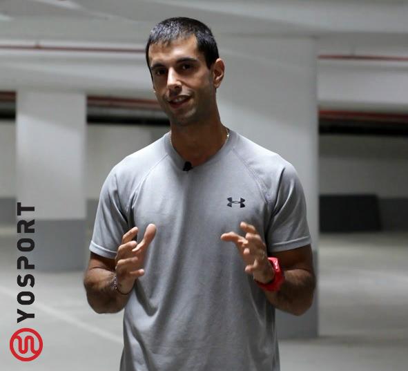 בחור בחולצה אפורה מתוך פוסט מהו אימון כושר חד-צדי - וידאו מתוך מאמר לאתר ynet