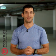 מאמן כושר בחולצה צמודה מתוך מאמר מהו אימון מטבולי - וידאו מתוך מאמר לערוץ הכושר של ynet