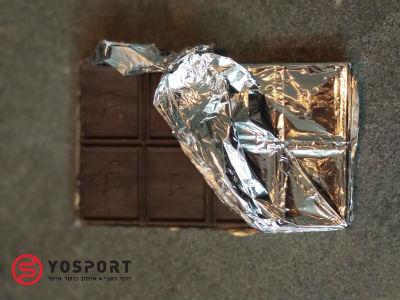 קוביות בתוך חפיסת שוקולד